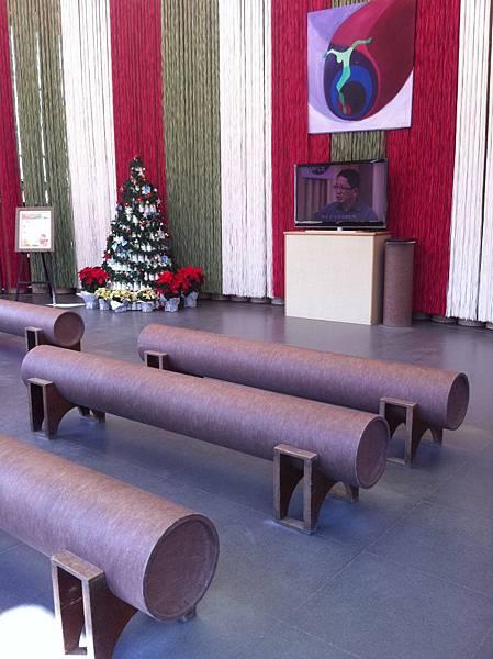 紙教堂之內部.JPG