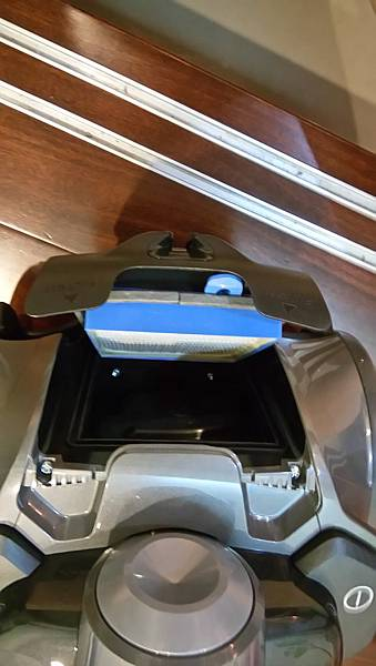 背蓋打開有HEPA 13級的過濾網