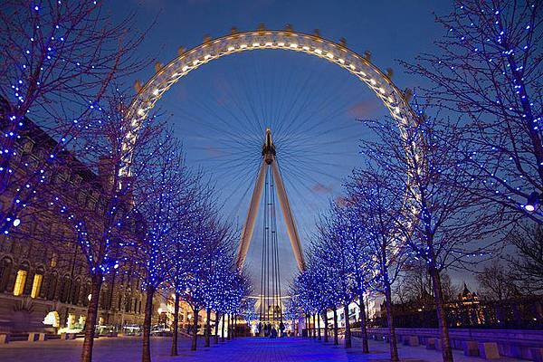 「倫敦之眼」...倫敦泰晤士河南畔。