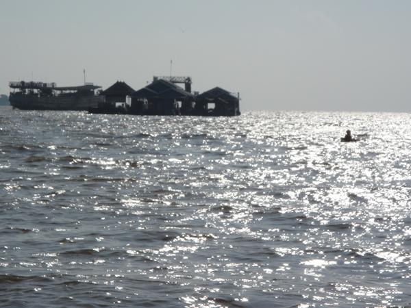 汪洋中的孤舟