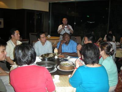 夥伴們把握晚餐時間,繼續向Mike Ray請益挖寶。