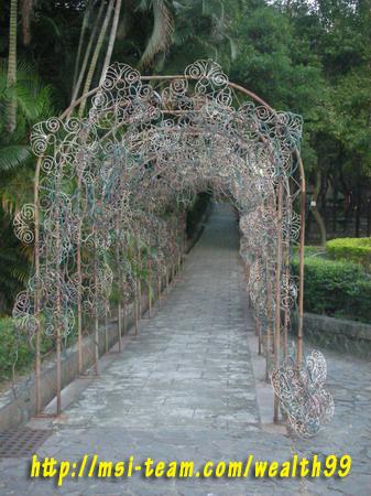 虎頭山公園藝術造型的長廊(優莎納USANA-MSI嚴蕙娟攝)