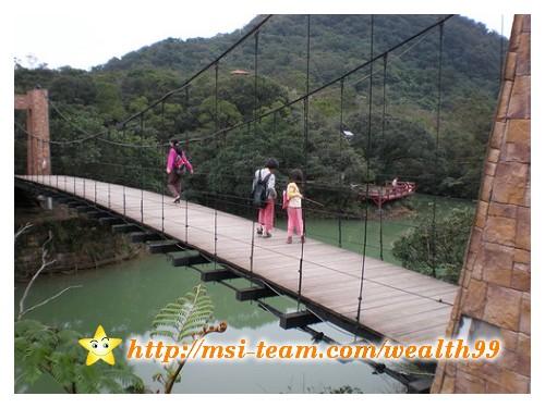 優美的吊橋,這是我和我家的兩個小朋友。