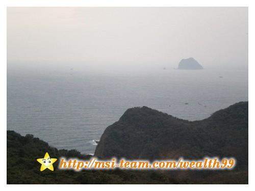 登上瞭望台,可以看到海邊和基隆嶼