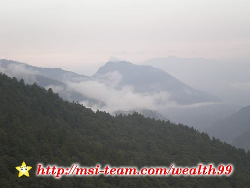 從藍天白雲變成雲霧飄渺,一天內欣賞到太平山的不同樣貌。