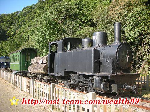 土場這裡展示早期運木材的蒸氣機關車——五分仔車