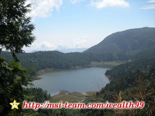 走沒多久就可以看到翠峰湖,哇,真的很漂亮耶!