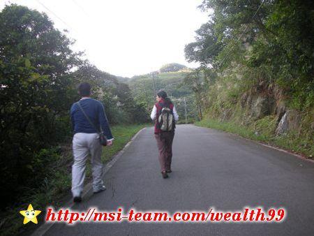 石公潭旁的產業道路適合健行、騎單車