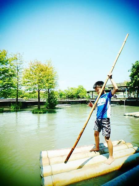 乘竹筏、打水仗、小魚咬腳、釣魚、好吃水草霜淇淋~好好玩宜蘭勝洋水草休閒農場