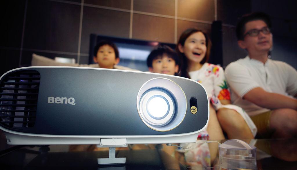 BenQ W1700 投影機.jpg
