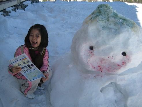 黑部平站外還是雪,之前有人已做了一個雪人