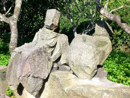 路邊的石雕作品