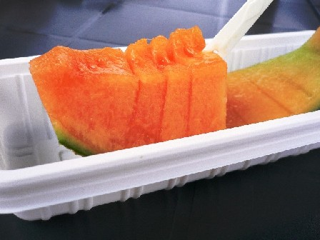 到哪當然都要吃一下哈密瓜