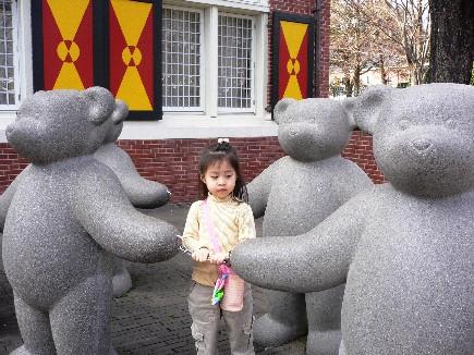 小孩就是無法抵擋泰迪雄的魅力