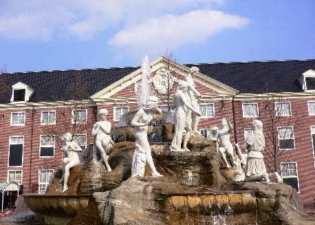 完全歐式的廣場噴水池