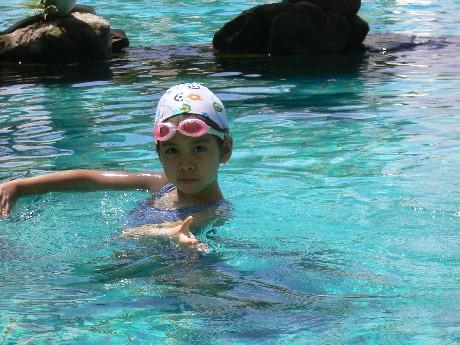 碰碰自己發明水中芭蕾