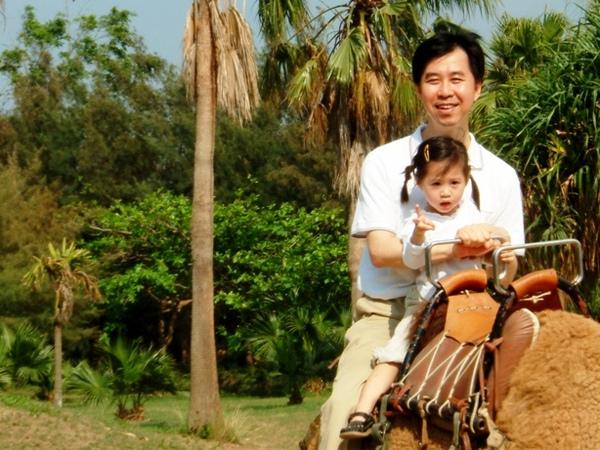 爸爸和軒軒一起騎