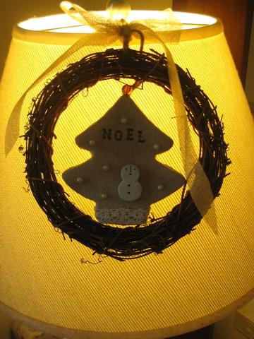 幫檯燈添個wreath