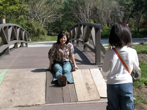 琵琶湖旁的小木橋