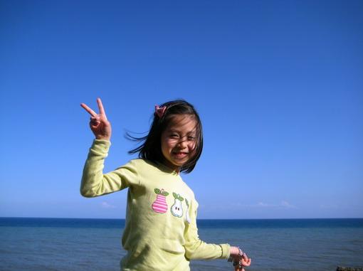 十年前媽媽住在另一頭海邊的媽媽,也常常騎單車眺望故鄉喲~
