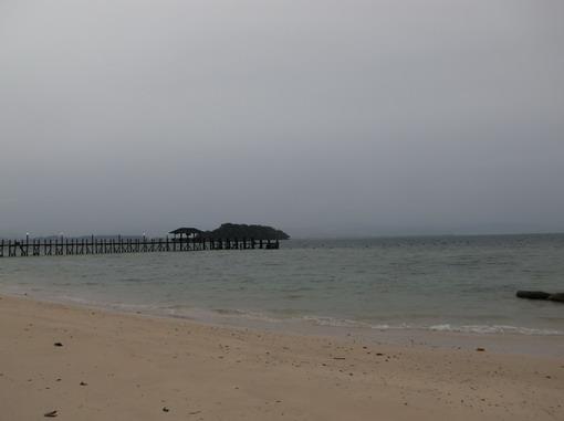 細雨紛飛的黃昏沙灘