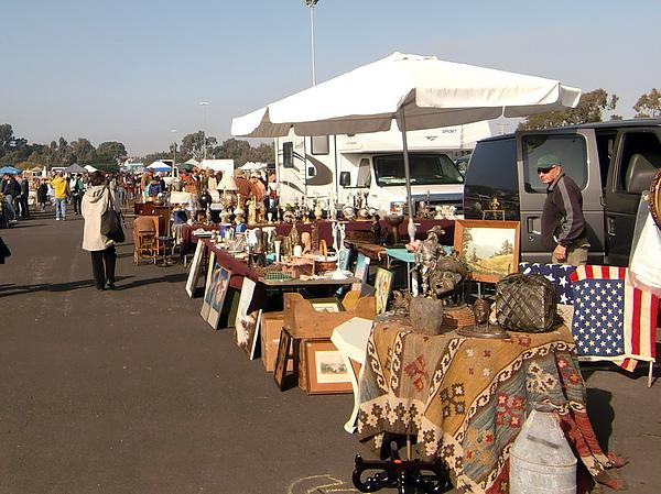 每月一次,為期半年的古董市集這個月剛開始,被我們遇上!