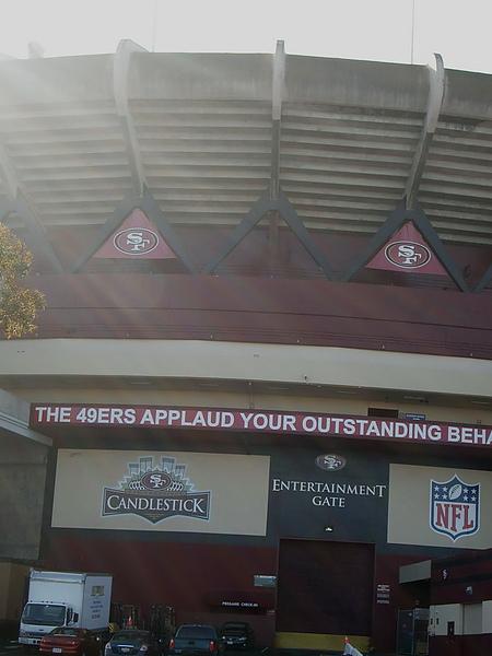 12年前來這裡幫49ers(四十九人隊)加油過幾次! 剛好看到經典的傳球得分喔!