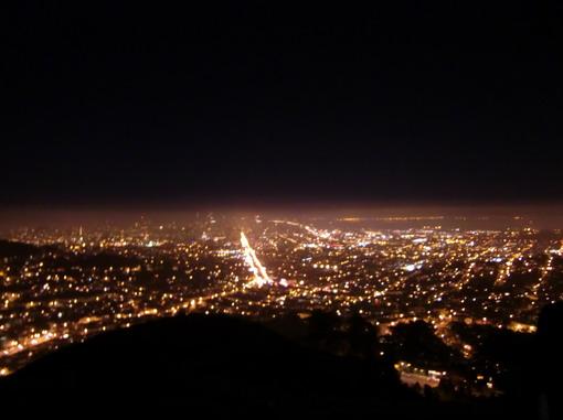 舊金山有名的「雙峰」夜景