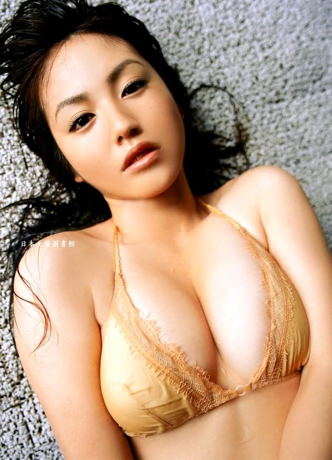Sayaka Isoyama04.jpg