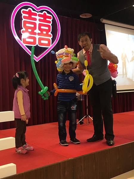 0102屏東喜宴主持+魔術汽球表演+人入大氣球表演+Kitty人偶出租 (10).jpg
