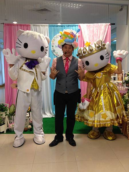0102屏東喜宴主持+魔術汽球表演+人入大氣球表演+Kitty人偶出租 (15).JPG