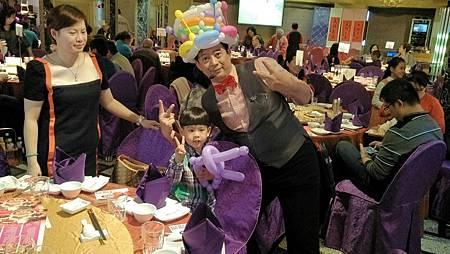 0107高雄漢王婚禮主持+魔術汽球表演+拉拉熊牛奶妹人偶出租 (3).jpg