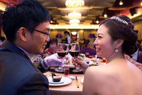 婚禮紀錄 高雄 河邊海鮮餐廳 婚攝 Theo 席歐 (355).jpg