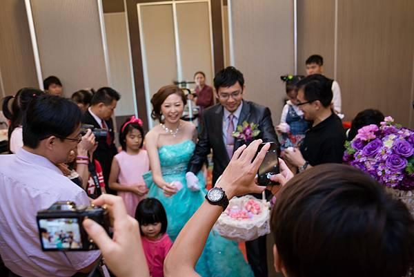 婚禮紀錄 高雄 河邊海鮮餐廳 婚攝 Theo 席歐 (422).jpg