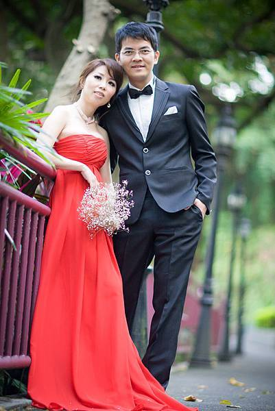 【自助婚紗】【婚紗攝影】【推薦】【作品集】【台北】【高雄】攝影:山米 造型:品黎 新人:鴻德&富琪 兒童樂園含夜景 白紗