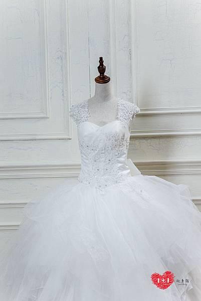 手工婚紗出租:公主繞頸蕾絲婚紗