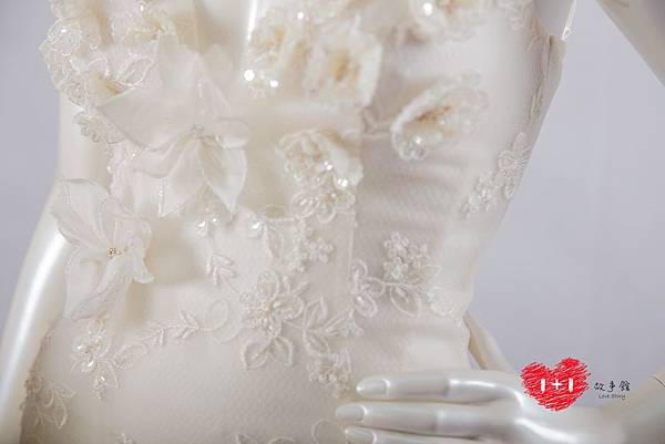手工婚紗:時尚削肩珠簾白紗