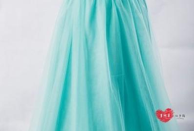 手工婚紗推薦:公主派刺繡美背晚禮服