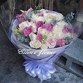 [AC044] 青春扉頁_22朵白玫瑰花束$1680.jpg