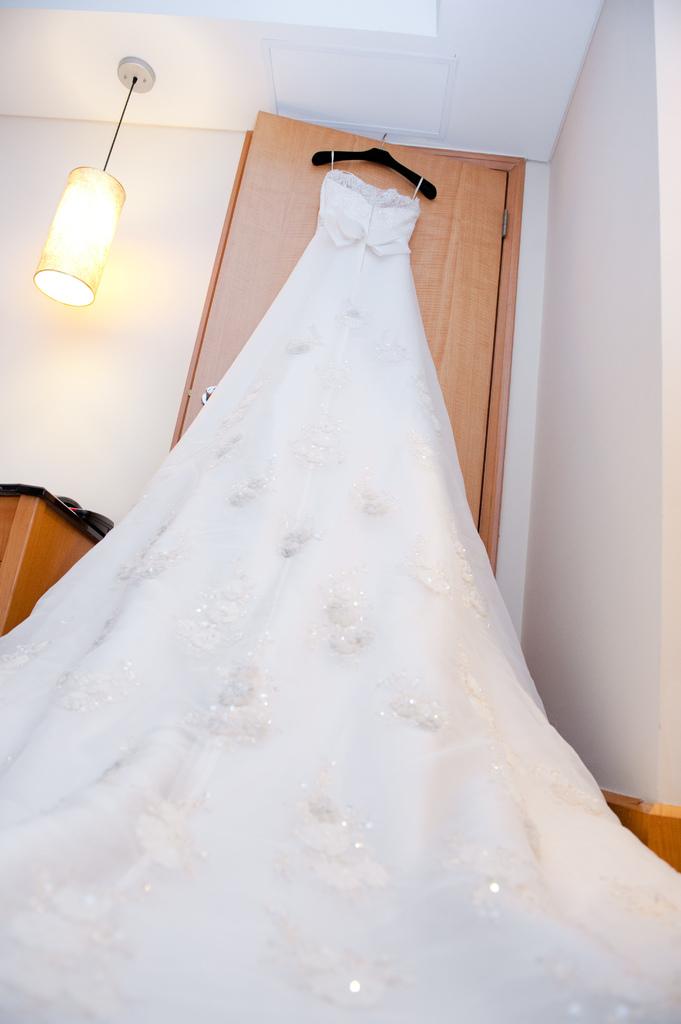 高級精緻拖尾白紗