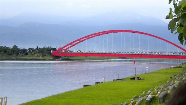 冬山河親水公園那座橋