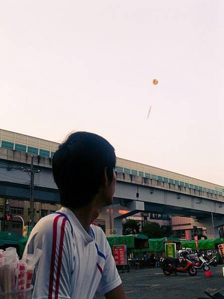 看起來很小的氣球