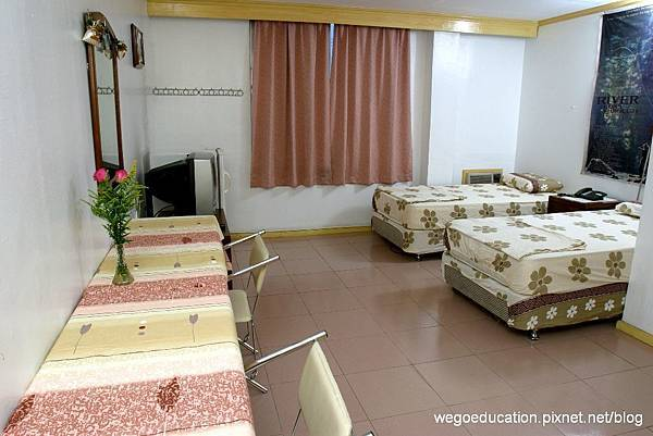 Wegoedication-Cebu-Cpils-twin room.jpg