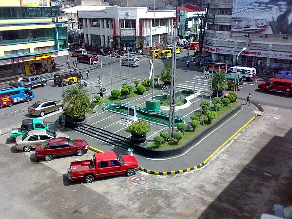 Fountain_of_Justice_Bacolod_City_Philippines.jpg