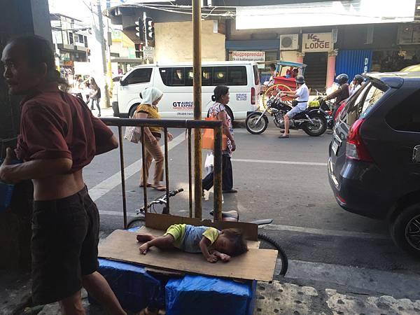 菲律賓遊學當地宿霧街頭小孩wego.jpg