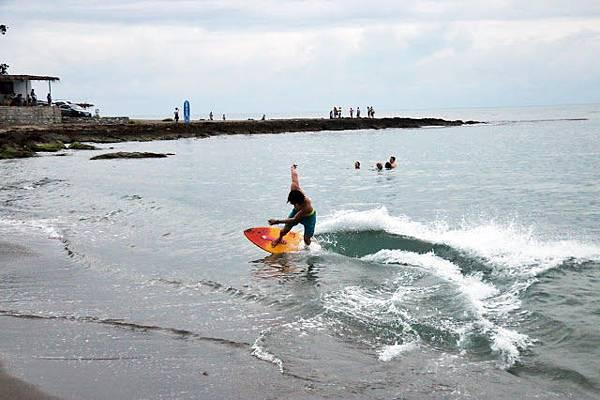 海灘 衝浪 San Fernando Beach surfing .JPG