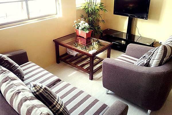 菲律賓遊學_菲律賓語言學校_宿霧_CELLA_公寓沙發.jpg
