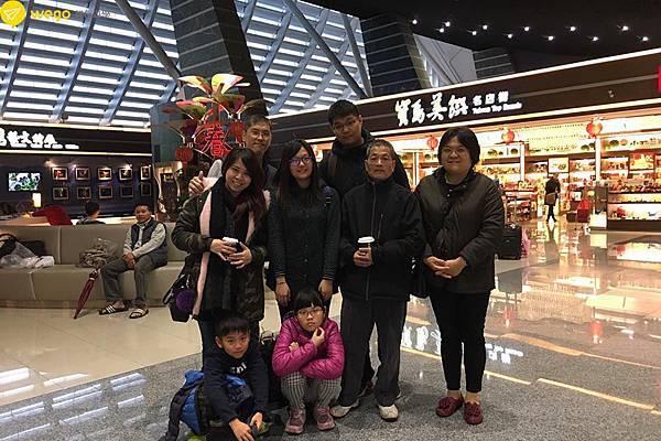2017寒假遊學團 115出發菲律賓遊學欣倫一家人送機.jpg