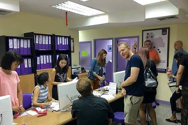 Walen School 教職員 office2.jpg