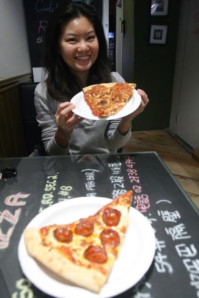 pizza上桌.JPG
